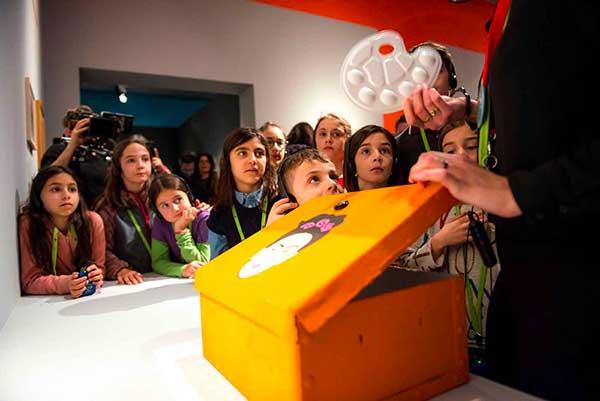 bambini al museo sapron oscatola co nFrida Khalo