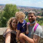 Famiglia in un punto panoramico a Bergamo Alta