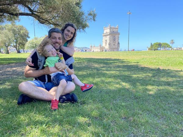 Famiglia davanti alla Torre di Belém