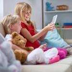bambine davanti al tablet