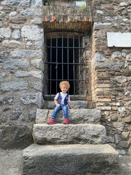 Bambino nella Rocca di Lonato