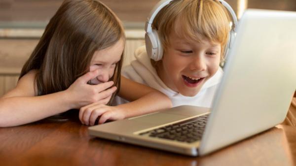 Bambini al computer